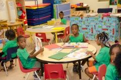 kids-reading-around-table